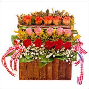 sandikta 3 kat güllerden   Adana cicekciler , cicek siparisi