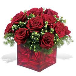 Adana çiçek yolla  9 adet kirmizi gül cam yada mika vazoda