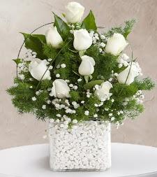 9 beyaz gül vazosu  Adana çiçek satışı