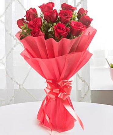 12 adet kırmızı gülden modern buket  Adana çiçek yolla