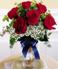 Adana çiçek , çiçekçi , çiçekçilik  6 adet vazoda kirmizi gül