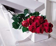 Adana çiçek satışı  özel kutuda 12 adet gül