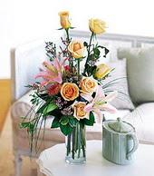 Adana çiçek , çiçekçi , çiçekçilik  cam yada mika vazo içerisinde gül kazablanka