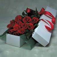Adana online çiçek gönderme sipariş  11 adet gülden kutu