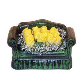 Seramik koltuk 12 sari gül   Adana ucuz çiçek gönder