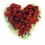 kalp biçiminde 15 gülden   Adana güvenli kaliteli hızlı çiçek