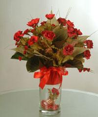 yapay güllerden vazo  9 gül  Adana uluslararası çiçek gönderme