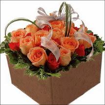 kare sandikta 11 gülllerden   Adana çiçekçi mağazası
