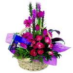 çikolata ve sepette çiçek   Adana çiçek gönderme sitemiz güvenlidir