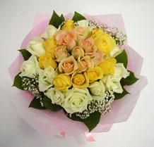 sari ve beyaz gül karisimda   Adana çiçek , çiçekçi , çiçekçilik