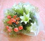 Adana çiçek yolla  lilyum ve 7 adet gül buket