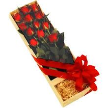 kutuda 12 adet kirmizi gül   Adana çiçek yolla