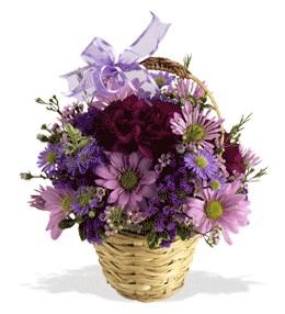 Adana uluslararası çiçek gönderme  sepet içerisinde krizantem çiçekleri