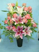 Adana internetten çiçek satışı  cam vazo içerisinde 21 gül 1 kazablanka