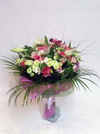 Adana hediye çiçek yolla  karisik mevsim buketi mevsime göre hazirlanir.