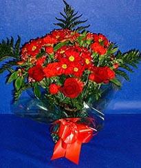 Adana hediye çiçek yolla  3 adet kirmizi gül ve kir çiçekleri buketi