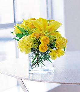 Adana ucuz çiçek gönder  sarinin sihri cam içinde görsel sade çiçekler
