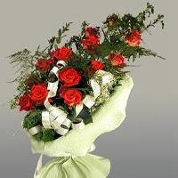 Adana ucuz çiçek gönder  11 adet kirmizi gül buketi sade haldedir