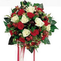 Adana ucuz çiçek gönder  6 adet kirmizi 6 adet beyaz ve kir çiçekleri buket