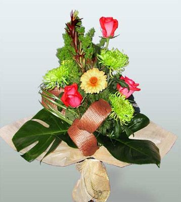 Adana ucuz çiçek gönder  3 adet gül 4 adet gerbera çiçegi sade buket