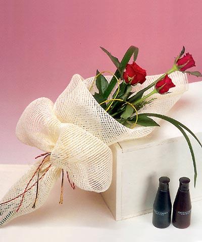 3 adet kalite gül sade ve sik halde bir tanzim  Adana internetten çiçek siparişi