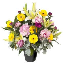 karisik mevsim çiçeklerinden vazo tanzimi  Adana uluslararası çiçek gönderme