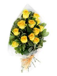 Adana güvenli kaliteli hızlı çiçek  12 li sari gül buketi.