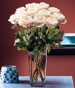 Adana hediye sevgilime hediye çiçek  Cam yada mika vazo içerisinde 12 gül