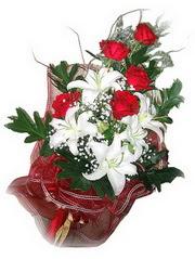 Adana kaliteli taze ve ucuz çiçekler  5 adet kirmizi gül 1 adet kazablanka çiçegi buketi