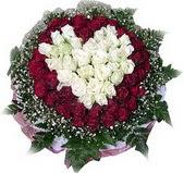 Adana çiçek mağazası , çiçekçi adresleri  27 adet kirmizi ve beyaz gül sepet içinde