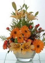 Adana çiçek servisi , çiçekçi adresleri  cam yada mika vazo içinde karisik mevsim çiçekleri