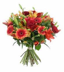 Adana çiçek gönderme  3 adet kirmizi gül ve karisik kir çiçekleri demeti