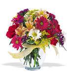 Adana çiçek , çiçekçi , çiçekçilik  cam yada mika vazo içerisinde karisik kir çiçekleri