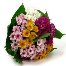 Adana çiçekçi telefonları  Karisik kir çiçekleri demeti herkeze