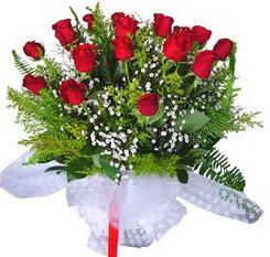 Adana çiçek satışı  12 adet kirmizi gül buketi esssiz görsellik