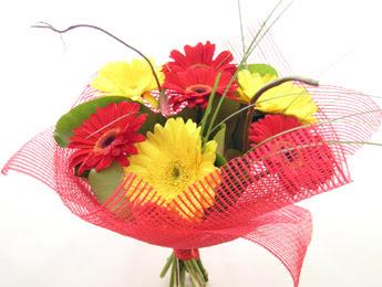 9 adet gerbera çiçeklerinden buket  Adana çiçek satışı