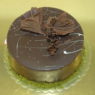 pastaci ustamizdan 4 ile 6 kisilik fistikli çikolatali yaspasta  Adana çiçek servisi , çiçekçi adresleri