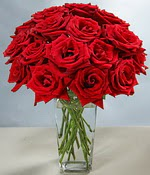 Adana çiçek siparişi sitesi  Sevdiklerinize özel ürün 12 adet cam içerisinde kirmizi gül  Adana hediye çiçek yolla