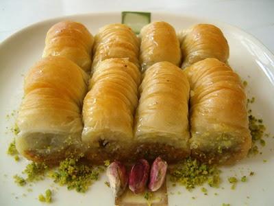 tatli gönder Essiz lezzette 1 kilo Fistikli Sari Burma  Adana cicekciler , cicek siparisi