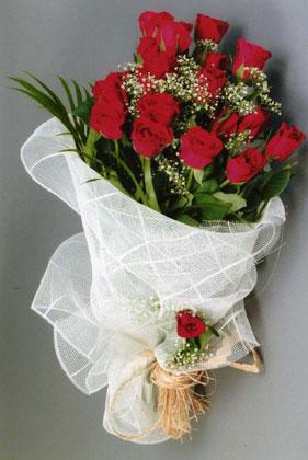 10 adet kirmizi güllerden buket çiçegi  Adana yurtiçi ve yurtdışı çiçek siparişi