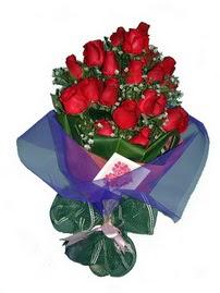 12 adet kirmizi gül buketi  Adana online çiçek gönderme sipariş