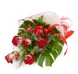 Çiçek gönder 9 adet kirmizi gül buketi  Adana çiçek siparişi vermek