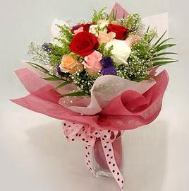 Karisik renklerde 11 adet gül buketi  Adana çiçek gönderme