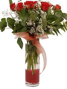 Adana uluslararası çiçek gönderme  11 adet kirmizi gül vazo çiçegi