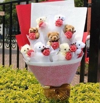 Adana çiçek siparişi vermek  9 adet ayicik ve 9 adet yapay gül