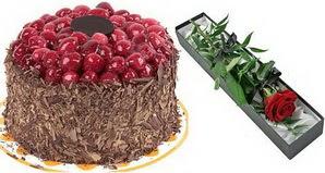 1 adet yas pasta ve 1 adet kutu gül  Adana uluslararası çiçek gönderme