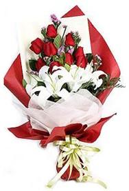 Adana hediye çiçek yolla  9 adet gül 2 adet kazablanka buketi