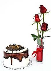 Adana çiçek siparişi vermek  vazoda 3 adet kirmizi gül ve yaspasta