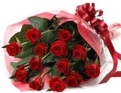 Adana anneler günü çiçek yolla  10 adet kipkirmizi güllerden buket tanzimi