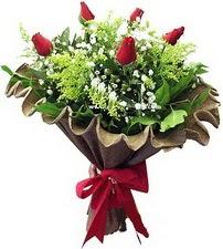 Adana online çiçek gönderme sipariş  5 adet kirmizi gül buketi demeti